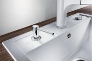 Фото 1 Диспенсер для жидкого мыла: 60+ дизайнерских и классических вариантов для ванной комнаты