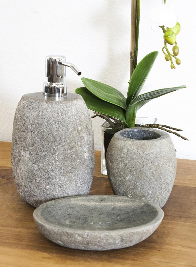 Необычное оформление дозатора в камне