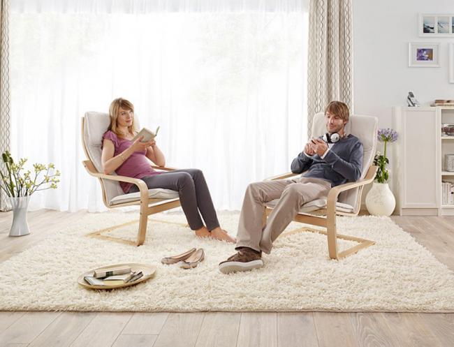 Кресло «Поэнг» органично впишется в декор дома и предоставит все возможности для полноценного отдыха