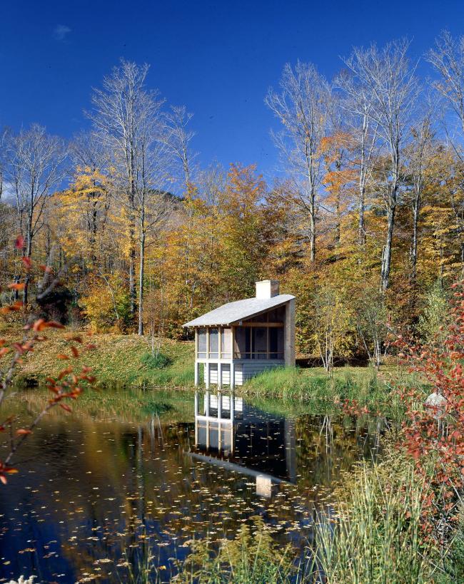 Дачный домик на берегу озера