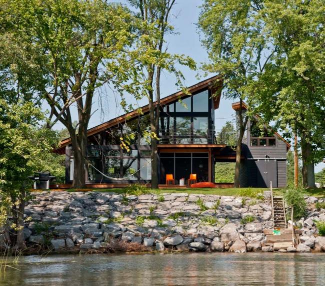 Модульный дом с панорамным остеклением и ассиметричной крышей