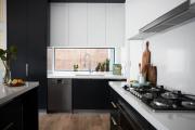 Фото 25 В ограниченных условиях: дизайнерские лайфхаки, идеи и советы для продуманного интерьера кухни 10 кв. м