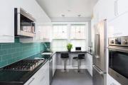 Фото 30 В ограниченных условиях: дизайнерские лайфхаки, идеи и советы для продуманного интерьера кухни 10 кв. м