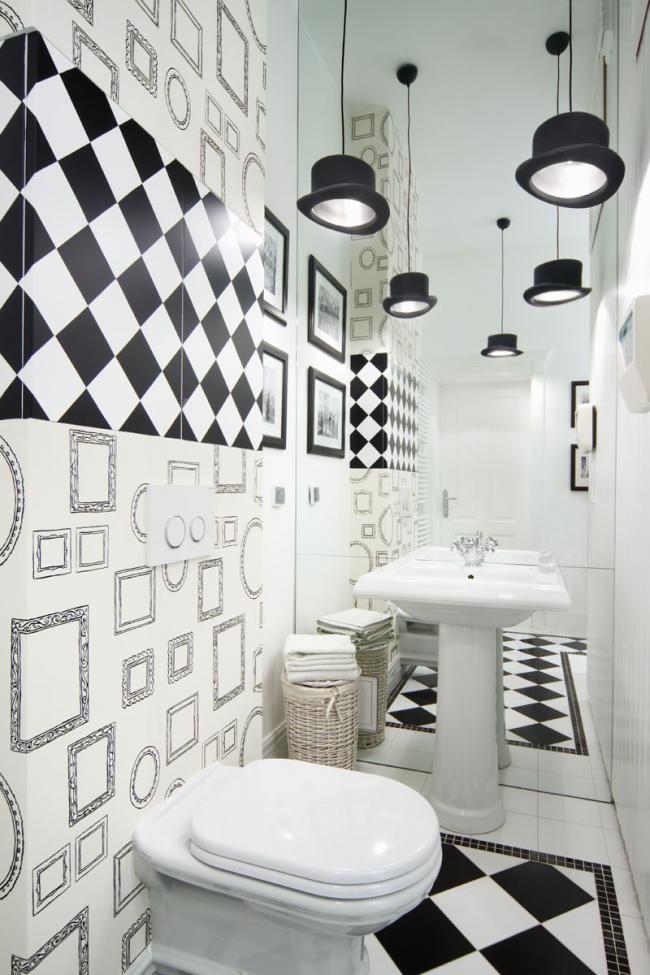 Замаскированный бачок в стене ванной комнаты