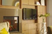Фото 21 Подвесная полка под телевизор: обзор функциональных и комфортных вариантов для дома