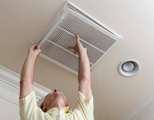 Монтаж решетки для вентиляции можно выполнить своими руками