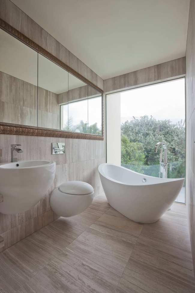 Ванная комната с панорамным остеклением
