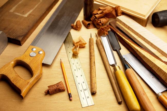 Для изготовления светильника в сауну необходим стандартный набор инструментов