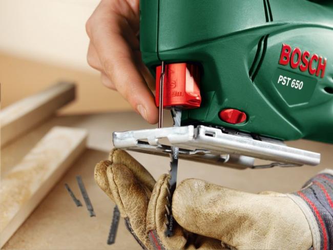 Электрический лобзик поможет в вырезке деталей