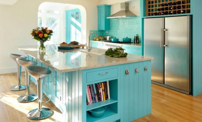 Красивый пастельный тон в сочетании с деревом отлично подойдет для кухонного пространства