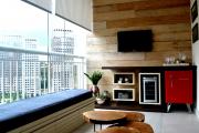 Фото 12 Дизайн кухни с выходом на балкон: лучшие идеи планировки, утепление и выбор функциональной мебели