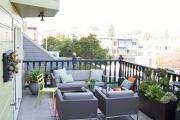 Фото 13 Дизайн кухни с выходом на балкон: лучшие идеи планировки, утепление и выбор функциональной мебели