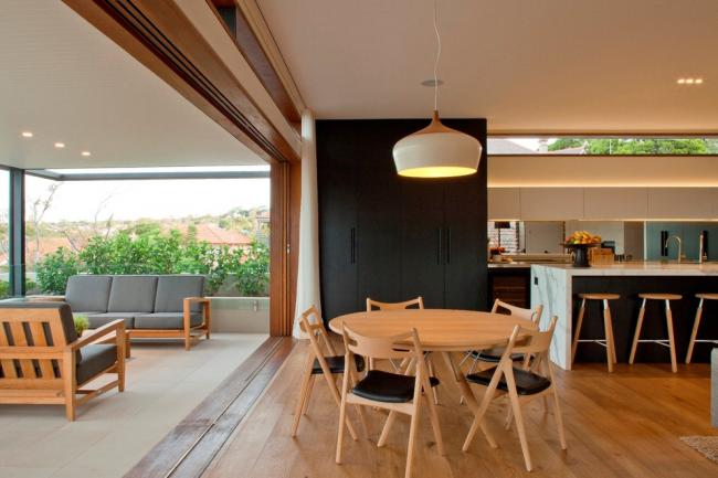 Раздвижные стеклянные двери - отличный способ зонирования пространства