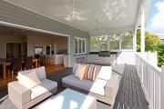 Фото 4 Дизайн кухни с выходом на балкон: лучшие идеи планировки, утепление и выбор функциональной мебели