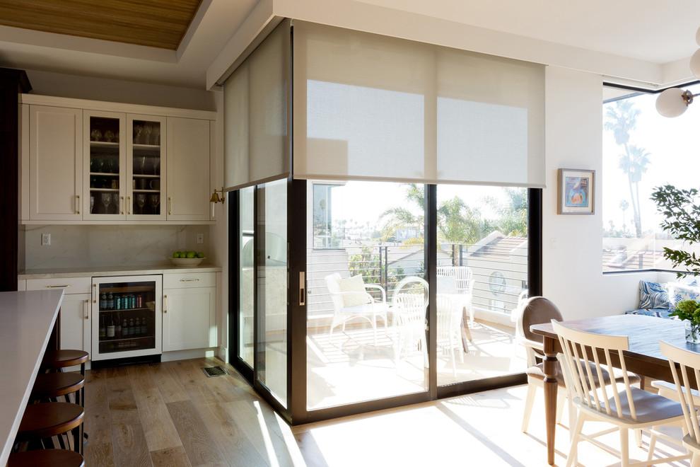 Дизайн кухни с выходом на балкон: 60+ идей планировки интерь.