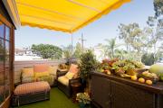 Фото 41 Дизайн кухни с выходом на балкон: лучшие идеи планировки, утепление и выбор функциональной мебели