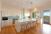 Фото 42 Дизайн кухни с выходом на балкон: лучшие идеи планировки, утепление и выбор функциональной мебели