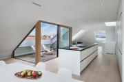 Фото 44 Дизайн кухни с выходом на балкон: лучшие идеи планировки, утепление и выбор функциональной мебели