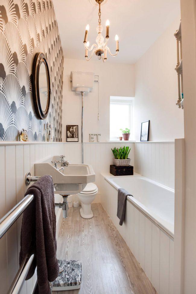 Маленькая ванная - вовсе не приговор. При желании стильный интерьер можно организовать и в условиях очень ограниченного пространства