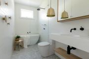 Фото 12 Дизайн ванной комнаты 5 кв. метров: 80+ стильных фотоидей для интерьера маленького санузла