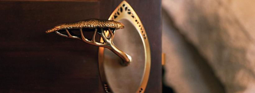 Дверные ручки для межкомнатных дверей: 90 потрясающих дизайнерских моделей, конструкции и цены