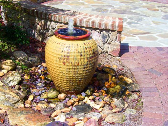 Небольшие камушки подчеркнут общую идею