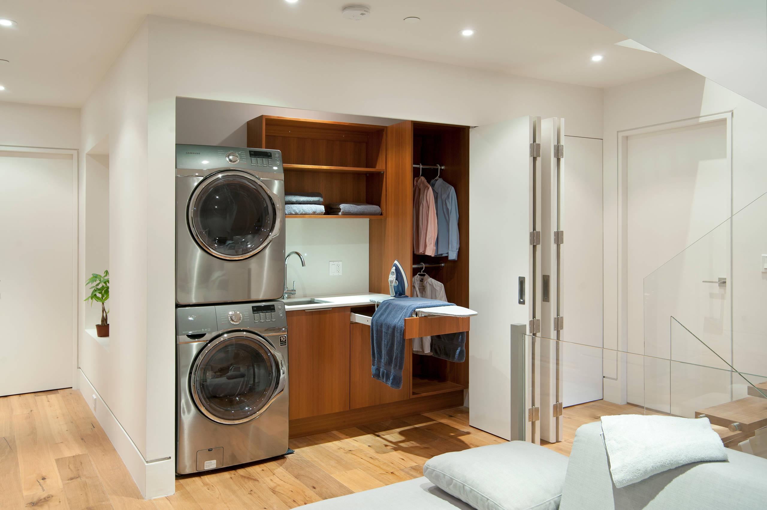 Гладильная доска, встроенная в шкаф 60 удобных моделей