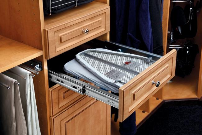 Выдвижная гладильная доска монтируется практически в любое мебельное изделие
