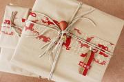Фото 9 Как стильно упаковать подарок в подарочную бумагу (100+ пошаговых фотоидей): видео мастер-классы и советы