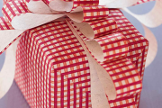 Фото 17 Как стильно упаковать подарок в подарочную бумагу (100+ пошаговых фотоидей): видео мастер-классы и советы