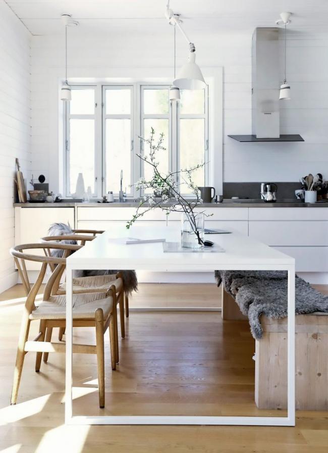 Современный вариант установки кухонного гарнитура без верхних полочек