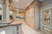 Фото 1 Дизайн кухни в стиле барокко (60+ фото): секреты роскошных интерьеров для настоящих ценителей