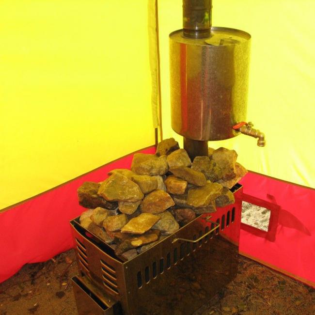 Походная печка, которую можно приобрести в магазинах, а так же умельцы могут смастерить своими руками