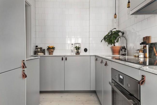 Новые образцы кухонной мебели несут в себе идею шведского дуализма: аскетичность в дизайне при максимальной практичности