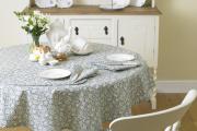 Фото 34 Скатерть на круглый стол: избранные идеи для интерьера, стили и особенности материалов