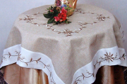 Фото 32 Скатерть на круглый стол: избранные идеи для интерьера, стили и особенности материалов
