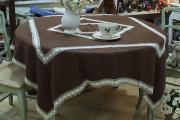 Фото 7 Скатерть на круглый стол: избранные идеи для интерьера, стили и особенности материалов