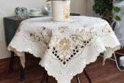 Фото 27 Скатерть на круглый стол: избранные идеи для интерьера, стили и особенности материалов