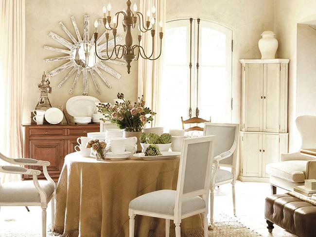Круглая форма стола создает неповторимую атмосферу уюта