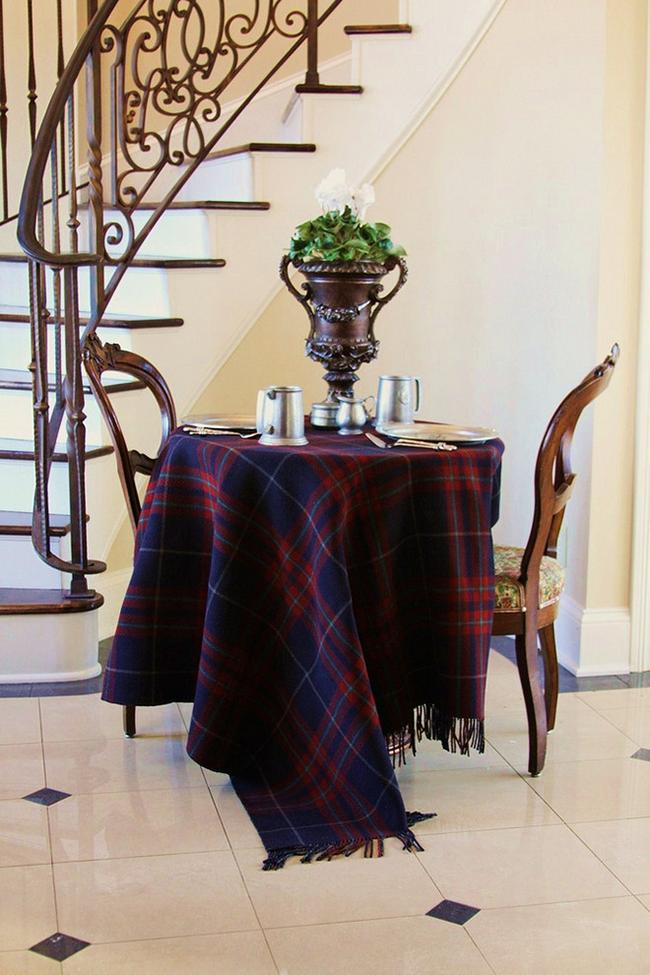 Роскошная скатерть в шотландском стиле