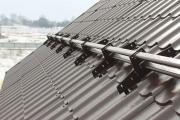 Фото 18 Готовимся к зиме правильно: как выбрать безопасные снегозадержатели на крышу?