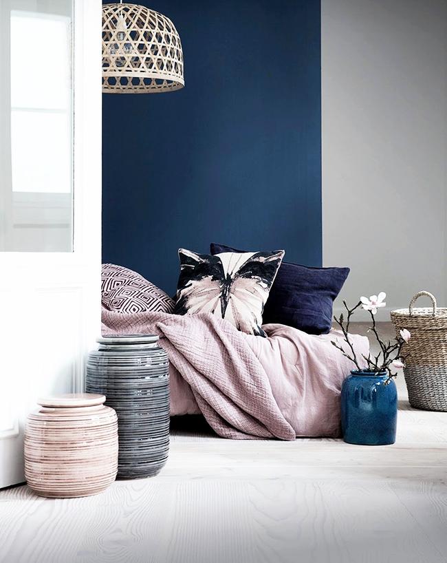 Нежные пастельные оттенки создают спокойную атмосферу в комнате