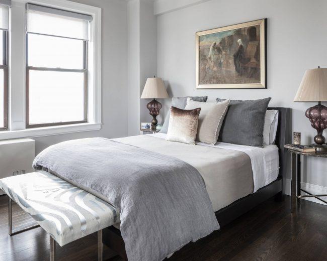 При недостаточном уровне освещения в комнате стоит отдать предпочтение светлым и приглушенным тонам