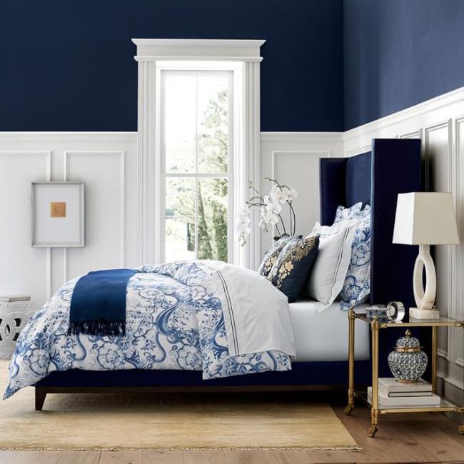 Бело-синий интерьер комнаты отдыха