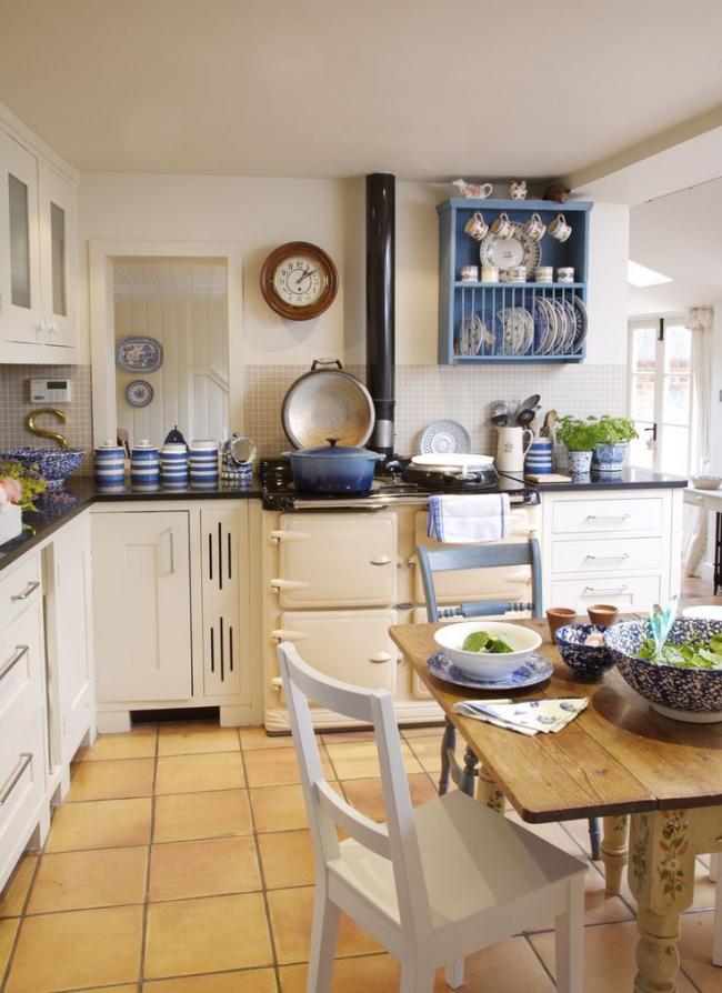 Легкое сочетание оттенков в кухне кантри стиля