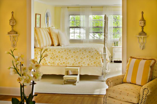 Классический солнечный дизайн спальни