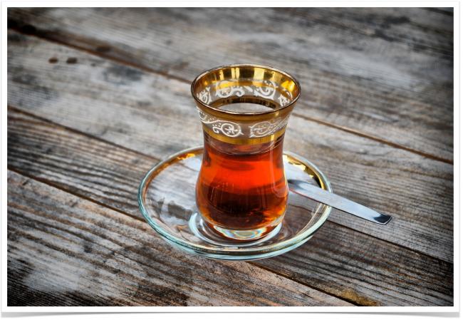 Турецкая чашка для чая действительно напоминает форму тюльпана