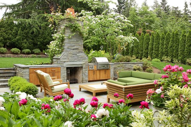 Мягкая мебель сделает посиделки на свежем воздухе более комфортными