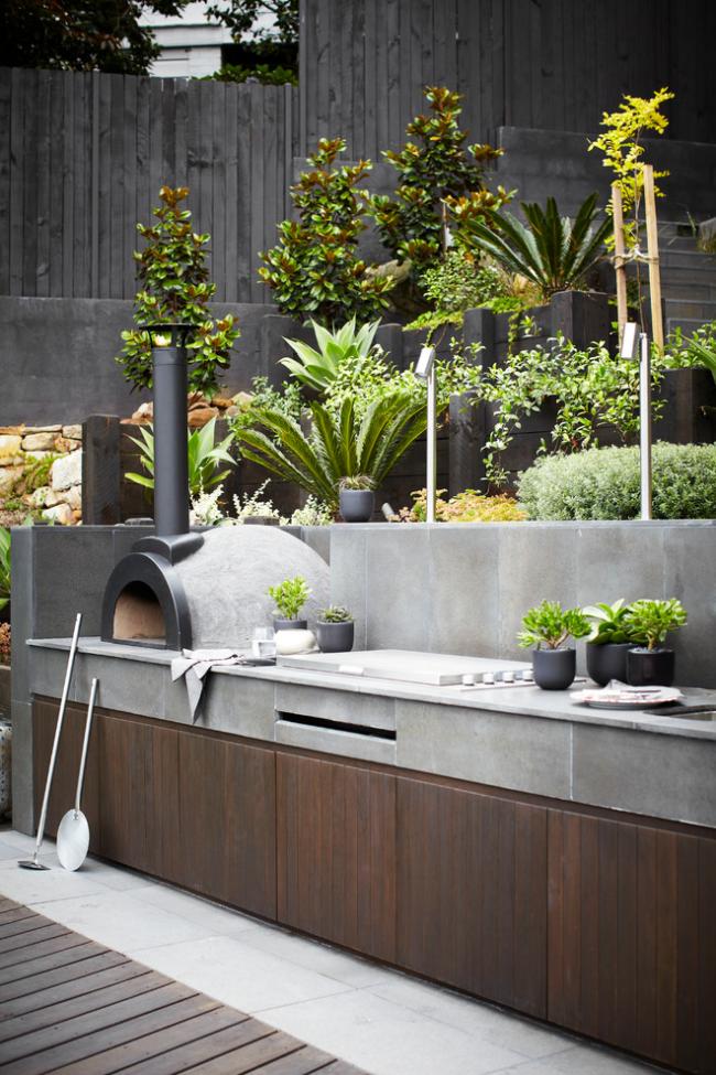Шикарное сочетание натуральной зелени и серого бетона
