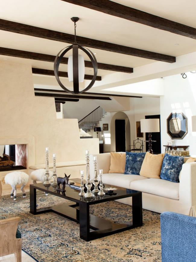 Средиземноморский стиль с узорным ковром на полу
